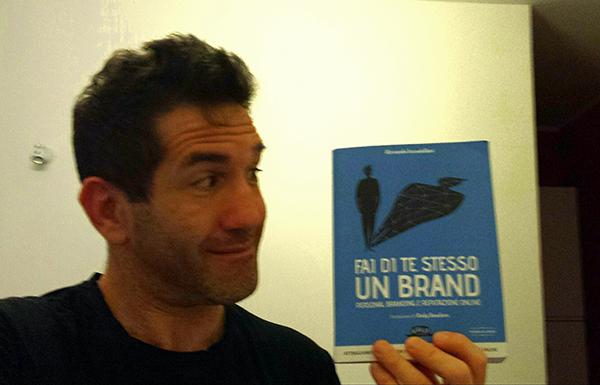 fulvio con Libro: Fa di Te Stesso un Brand